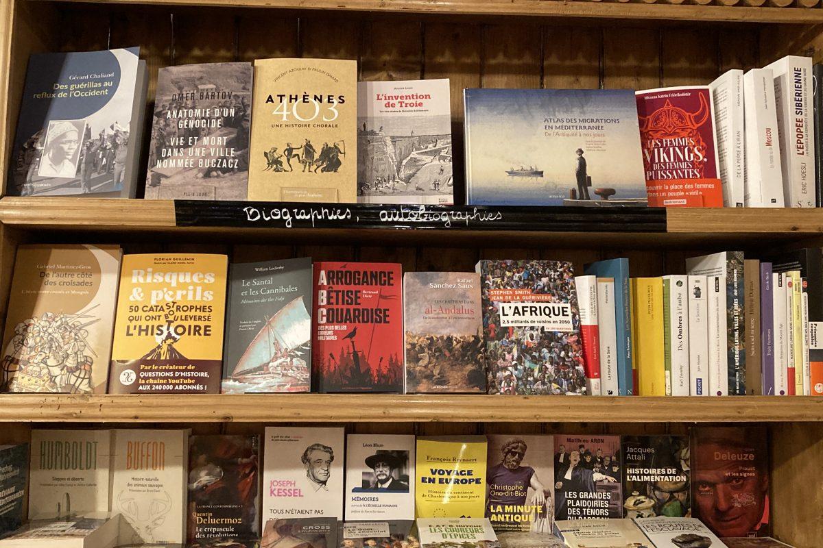 Notre petit rayon histoire au fond de notre librairie. Besoin d'idée ou de vous cultiver ???